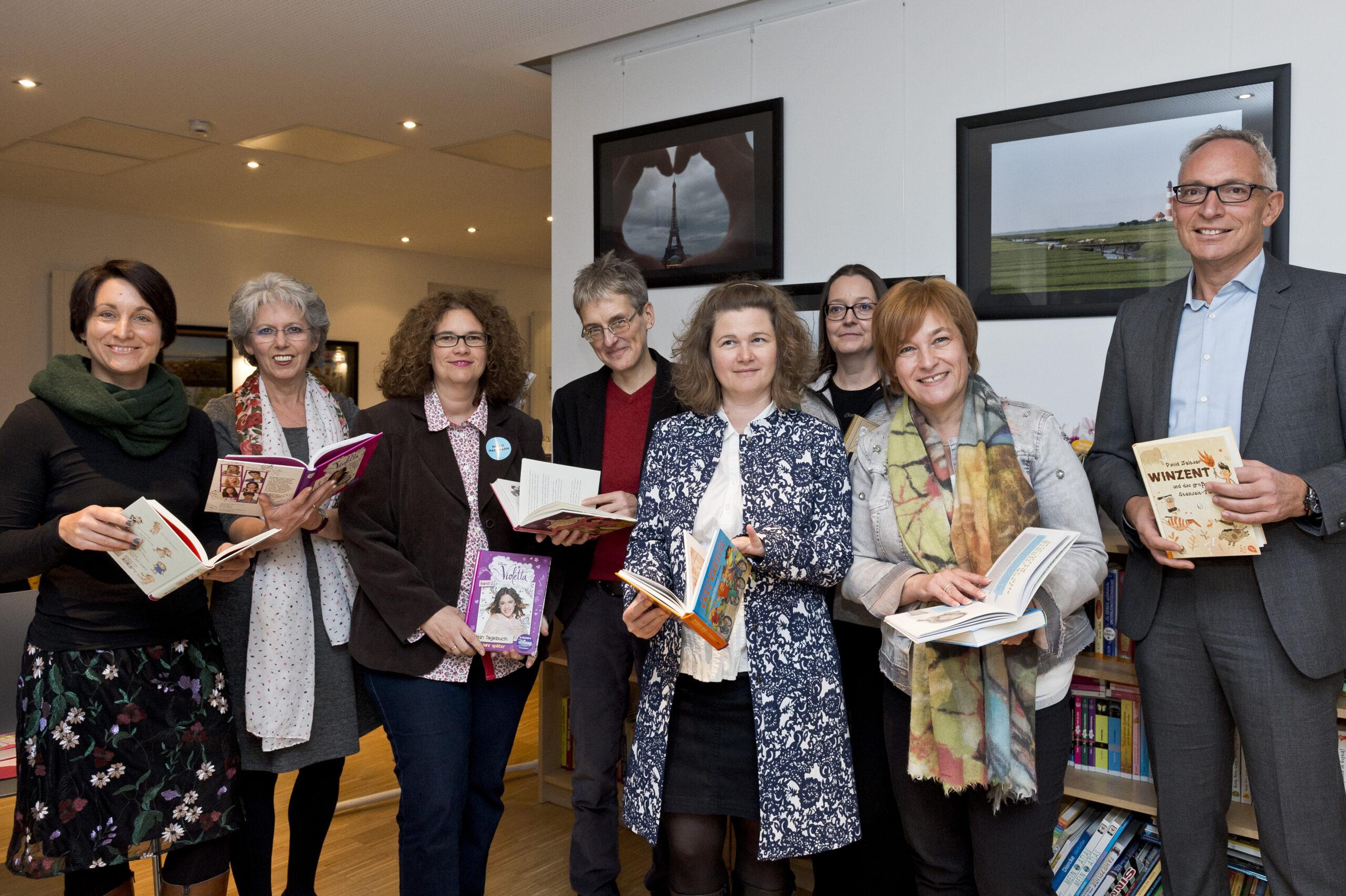 Caren Marks besucht Leseclub im Quartierstreff Wiesenau