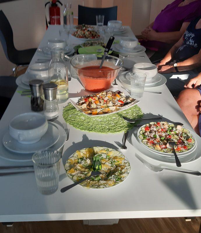 reich gedeckter Tisch - Happy Food (14.8.19)